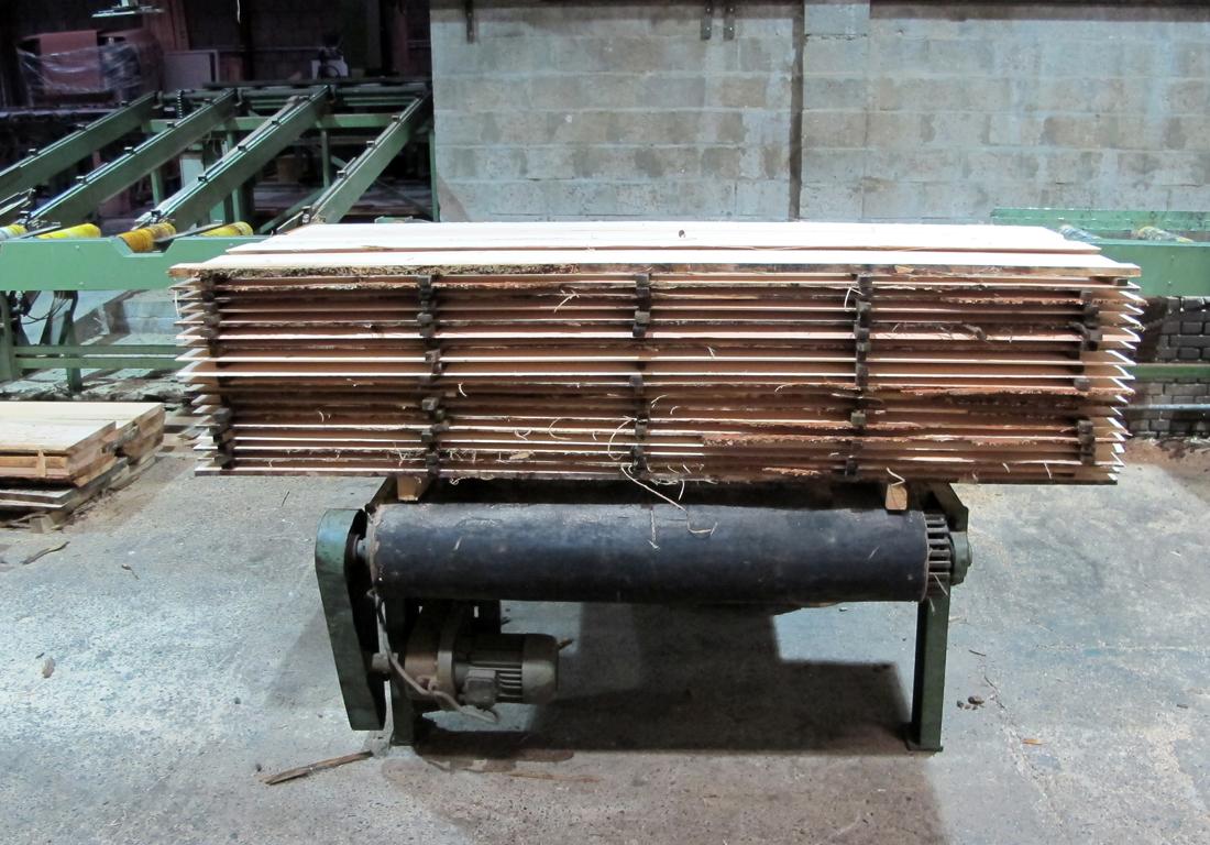 newwindow-choosing-cutting-sawing-6