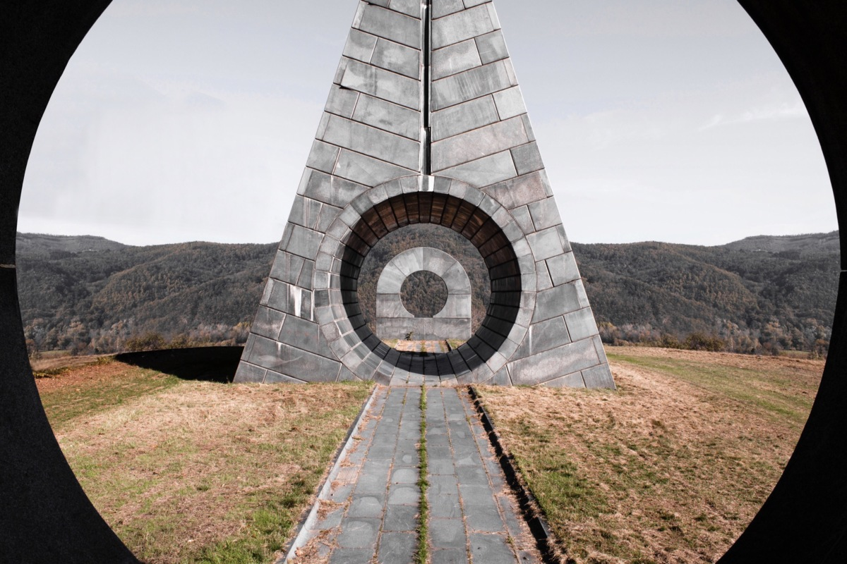 09-monument-in-popina-serbia-1-2013-photo-by-onno-kamer-1200