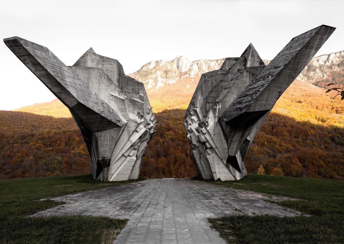 10-monument-in-tjentiste-bosnia-2013-photo-by-onno-kamer-1200